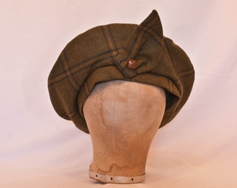 Handmade British green tweed vintage (1940's) style oversized beret