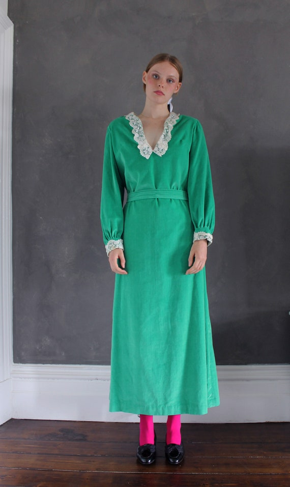 Vtg 70s velvet maxi dress/ bright green velvet/ Ma