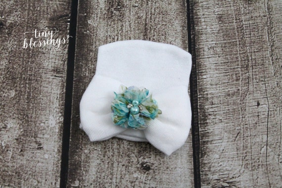 Newborn Hat, Baby Hat, Hospital Hat, Newborn Coming Home Outfit, Newborn , Newborn Hospital Hat, Newborn Hat, White Newborn Hat with Flower