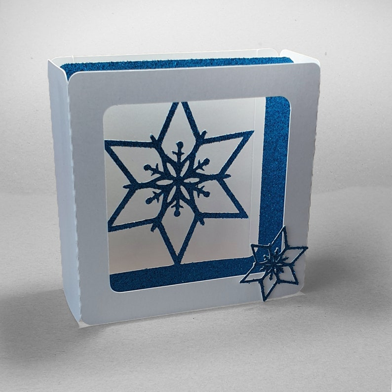 Snowflake design A 4 inch square box card template image 0