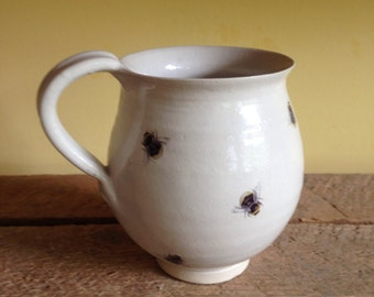 Mug with Bumble Bees (No trim)