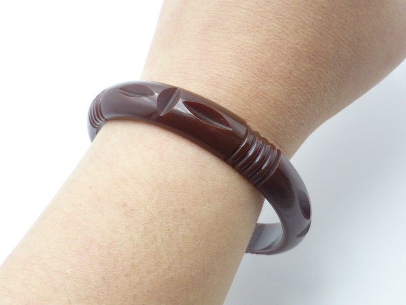 Unique Design 1920s Brown Color Great for Stacking Antique Art Deco Bakelite Carved Bangle Wow