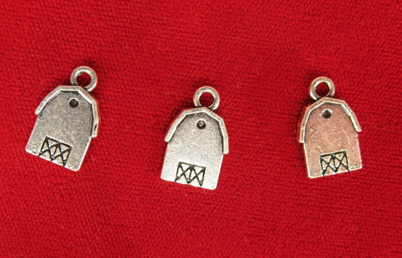 10pc barn house charms in silver style BC975 image 0