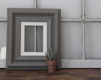 Farmhouse Picture Frame, Gray and White Wooden Frame, Vintage Wood and Wire Picture Frame, Farmhouse Wall Decor Frame for Collage or Photos