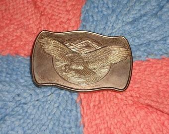 40575f7afa22 Patriotique aigle passant pour le symbole de Catch de la fierté, le pouvoir  et la liberté boucle ceinture Vintage en métal doré
