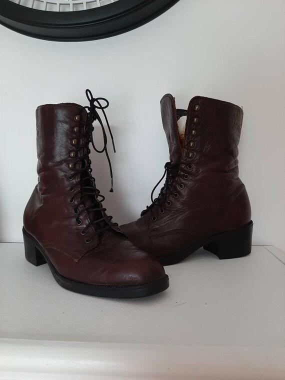 Vintage 90s lace up leather boots, size 7.5 burgun