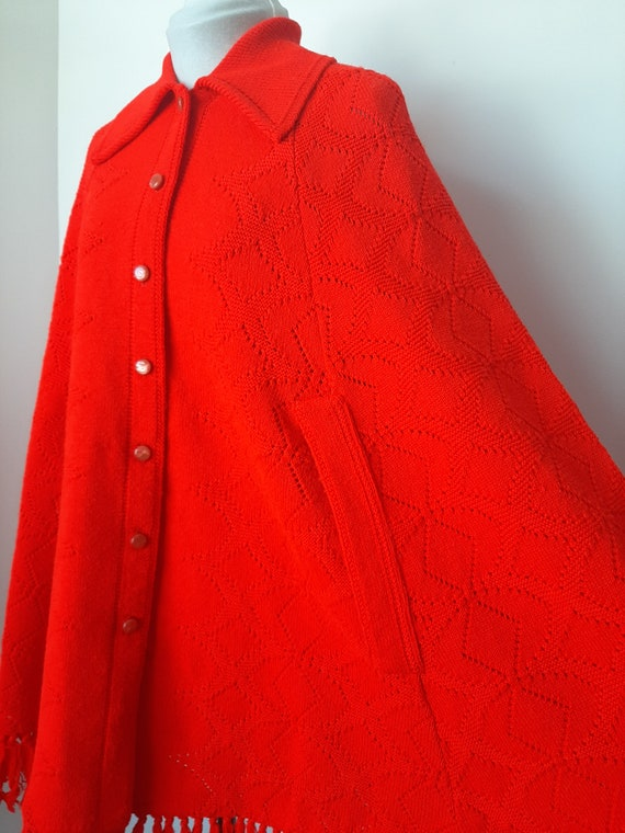 Vintage poncho, 1960s cape, red knit poncho, Knit… - image 6