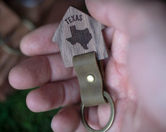Texas  Wooden Leather Keychain - Walnut Key Chain America, State of USA. wood key chain. Leather key ring. Boyfriend Groomsmen gift.