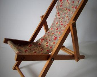Very Pretty Vintage Dolls Wooden Deck Chair - Folds Flat.
