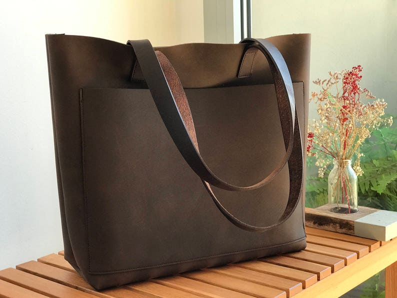 018ef85917 Large Brown Leather tote bag with outside pocket. Cabas