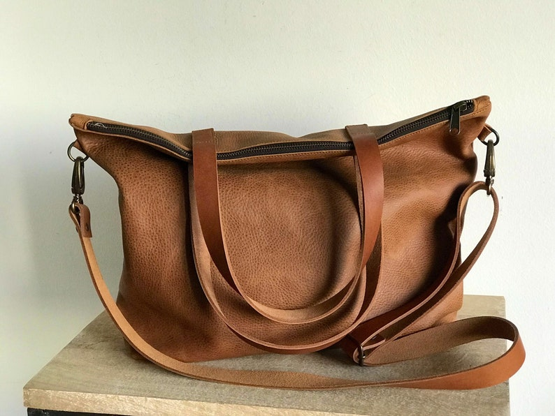 abb292eb9e26 Large Light Brown Leather bag with zip and inside lining.