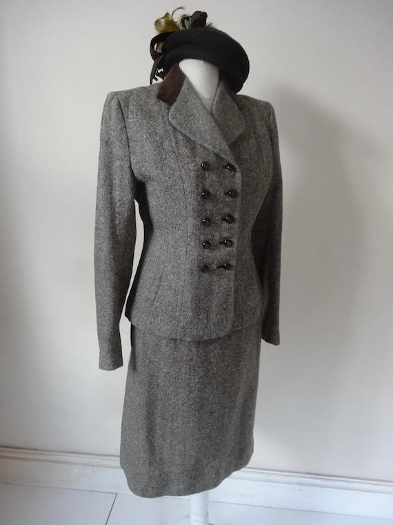 40's Suit. Feminine.