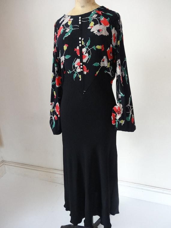 30's Dress. Elegance.