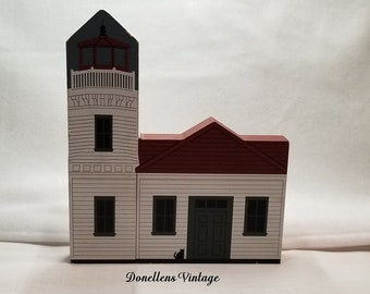 """The Cat's Meow West Coast Lighthouse Series """"Mukilteo Light"""" 1994 presented by Donellensvintage"""