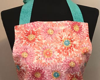 Women's reversible full apron with front pockets
