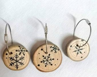 2 porte-clés flocons blancs bois frêne brut