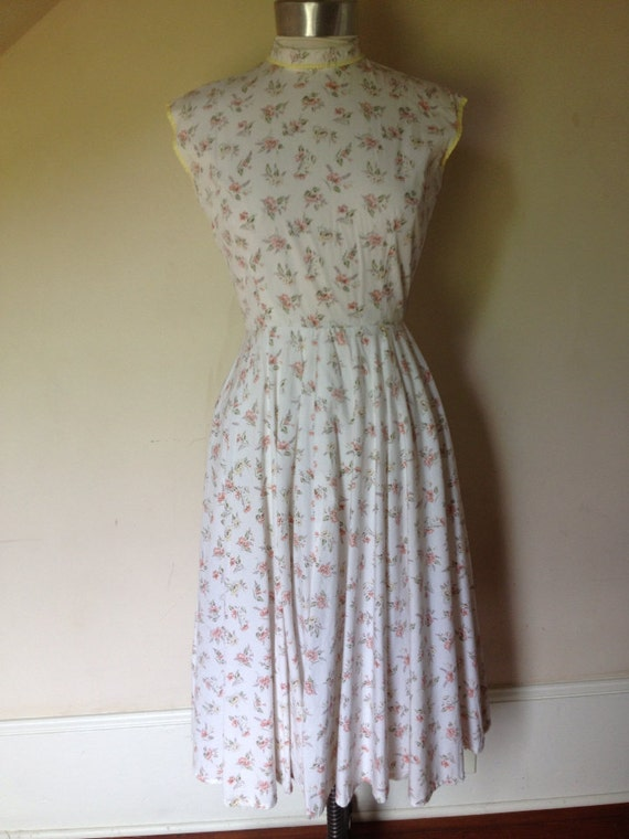 Late 1940's Early 1950's White Sleeveless Cotton D