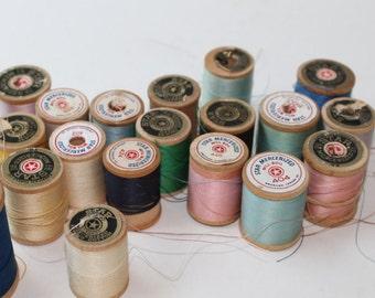 1950s Lot of 19 Star Spools/American Thread Co./ Small Wood Spools (lot D)