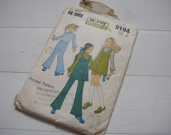 Weldons Trouser Suit and Pinafore Dress Pattern 9194 80243bca5