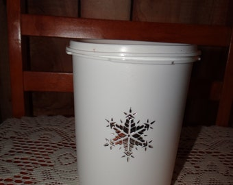 Retro Kitchen Holiday 60s 70s Christmas Snowflake Promotional Food Container with Lid Vintage White Tupperware Canister
