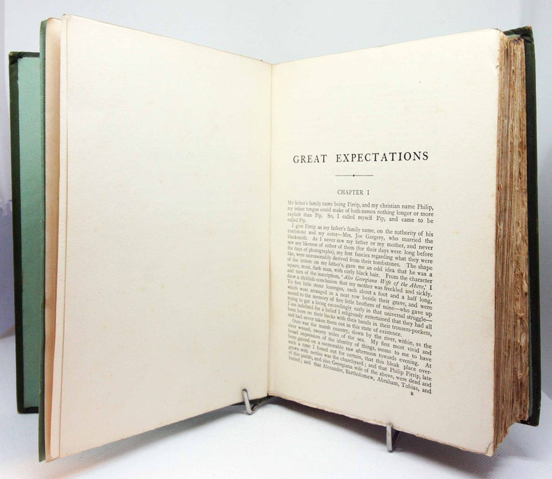 Charles Dickens Great Expectations Green Vintage Book Famous image 0