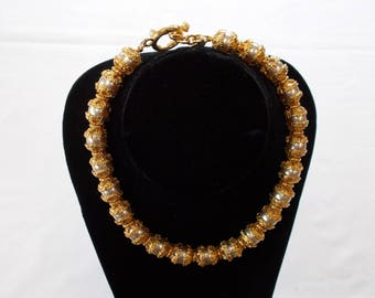 Brilliant Gold Tone and Faux Pearl Necklace.  (744)