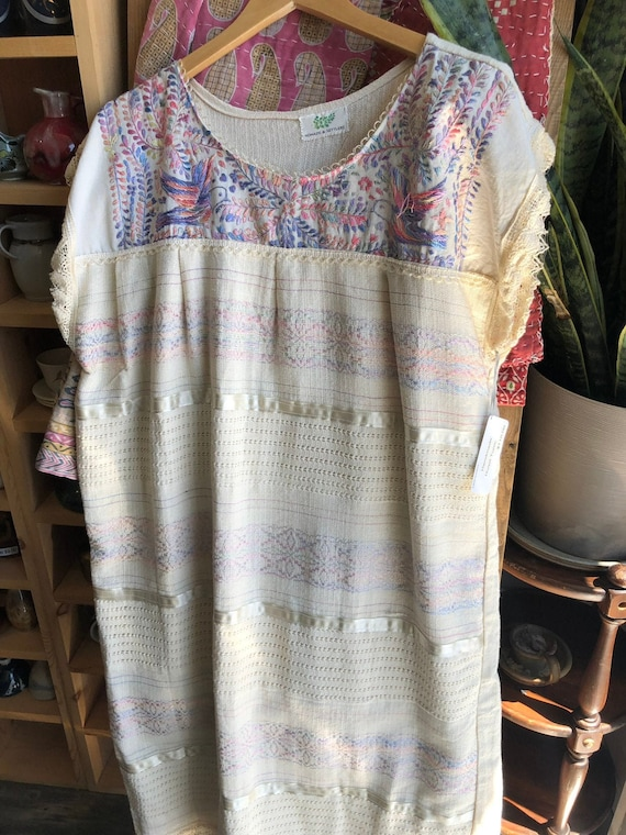 Beautiful Vintage Pastel Mexican Smock Dress