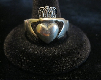 Vintage Men's STERLING SILVER CLADDAGH Ring - heart / hands / love / friendship - size 15