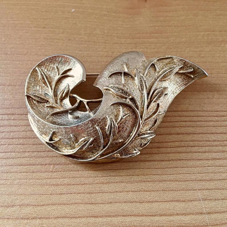 Vintage Sarah Coventry Gold Tone FloraBranch Swoop Brooch
