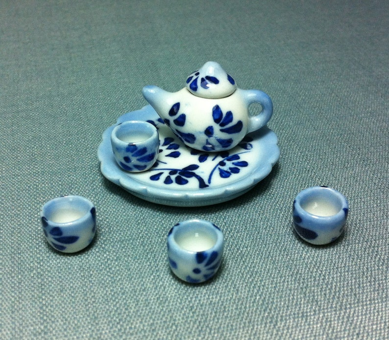 Set of 12  Ceramic Hand Painted Plates Dollhouse Miniatures Supply Deco