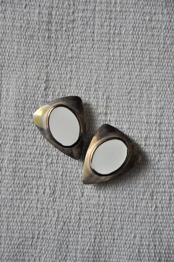 gold shield earrings / large triangle earrings / e