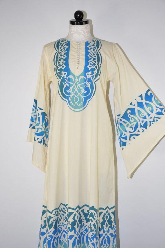 vintage ivory ethnic caftan / blue arabesque maxi