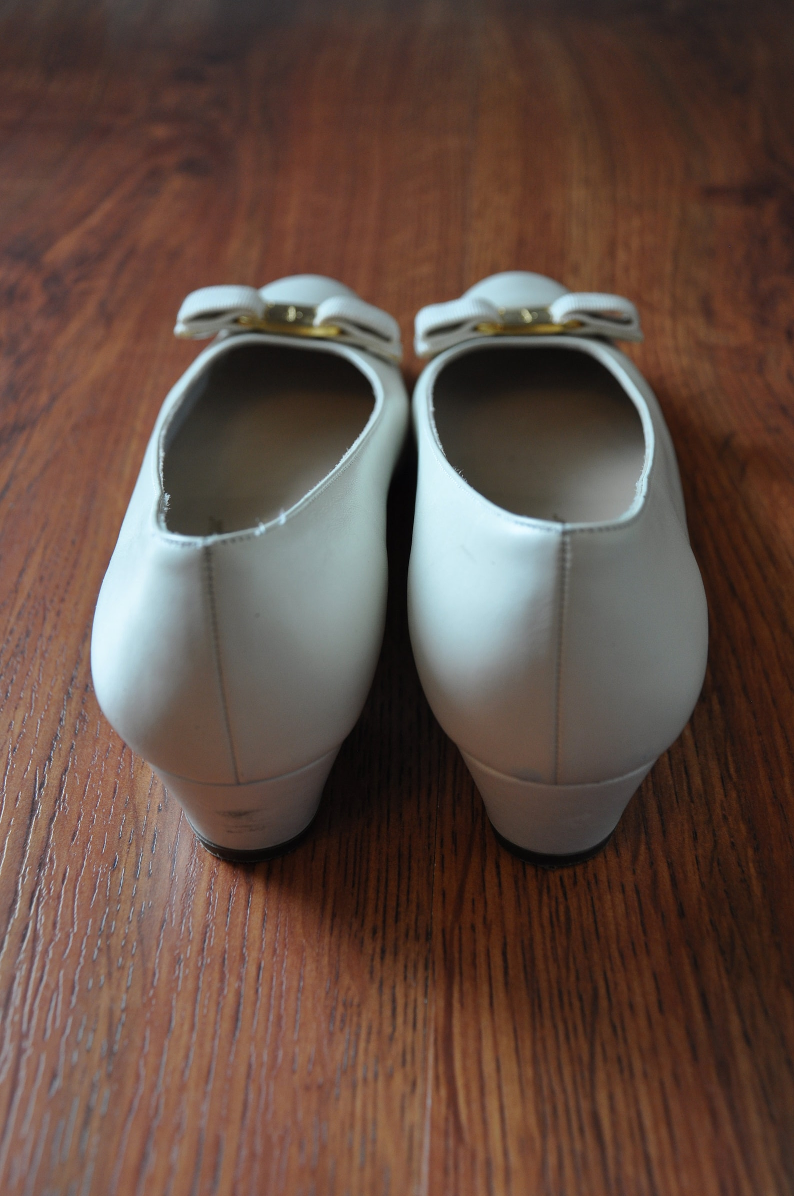 ferragamo vara pumps / ivory leather ballet shoes / classic bow slip on flats 9