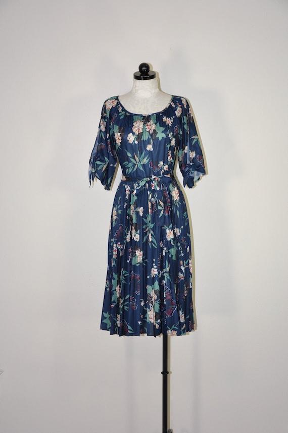 70s evergreen pleated dress / 1970s dark floral pr