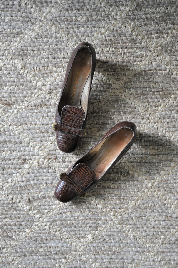 60s brown croc pumps / 1960s chocolate leather sho