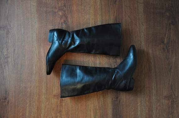 tall black leather boots / long black riding boots