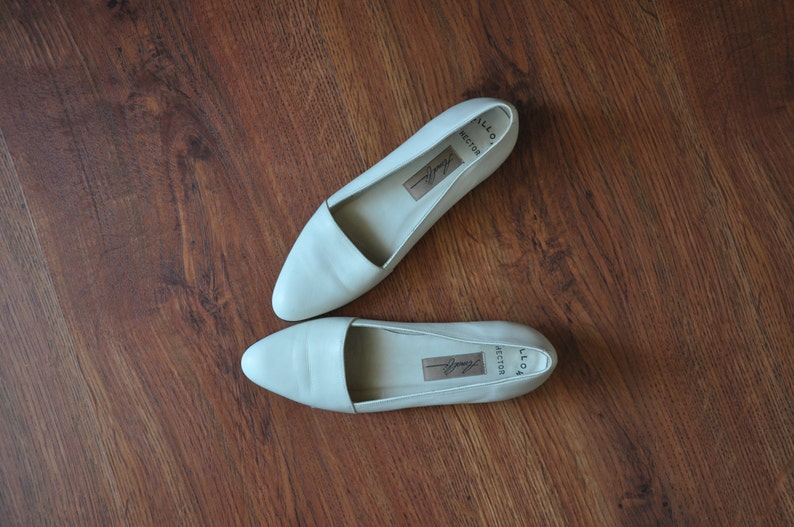 70a0a2f3f903f 90s ivory leather flats / 1990s ballerina wedges / minimalist leather shoes  7