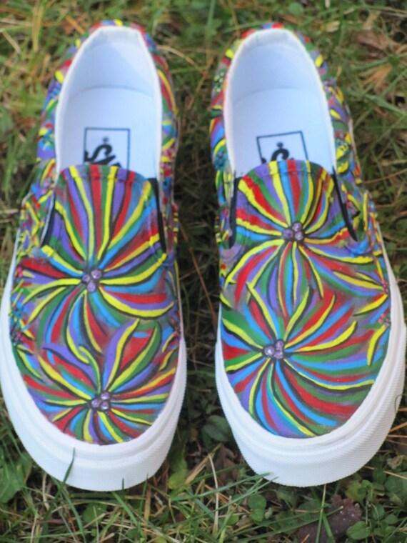 Les vans personnalisés pour femmes peints à la main Abstract Hippie Style Slip On Shoes Vendu! , Customd Canvas Slip On Shoes
