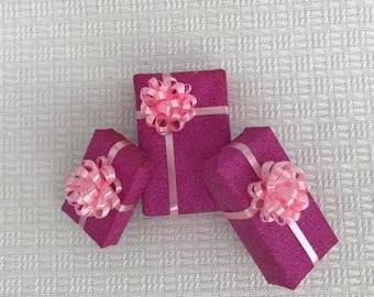 Shimmering gifts in Pink