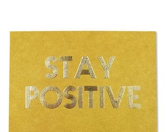 Postkarte senf mit Goldeffekten – Stay Positive