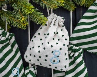Adventskalender-Säckchen aus Bio-Baumwolle mit Punkten und Streifen, grün/natur (18cmx15,5cm)