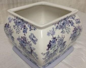 Ceramic bathroom tissue box or planter English country blue rose