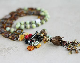 Bohemian Leaf & Tulip Cluster Necklace, Middle Length Woodland Beaded Necklace,Romantic Tulip Necklace, Vintage Inspired Necklace