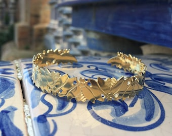 Insect Art Deco Bangle Bracelet. 24k gold filled insect art deco design. French jewelry made in Paris. Retro style. Handmade.