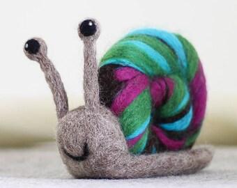 Snail Needle Felting Kit, Needle Felted Animal, Felting Kit, Needle Felted Snail, Felt Animals, Felting Wool, Needle Felting Kit, DIY Kit