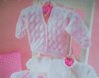 Baby Girls V neck cardigan jumper KNITTING PATTERN DK /& 4ply  0-4 yrs P853