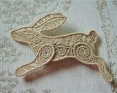 Running Hare lacework hair grip: Light brown.
