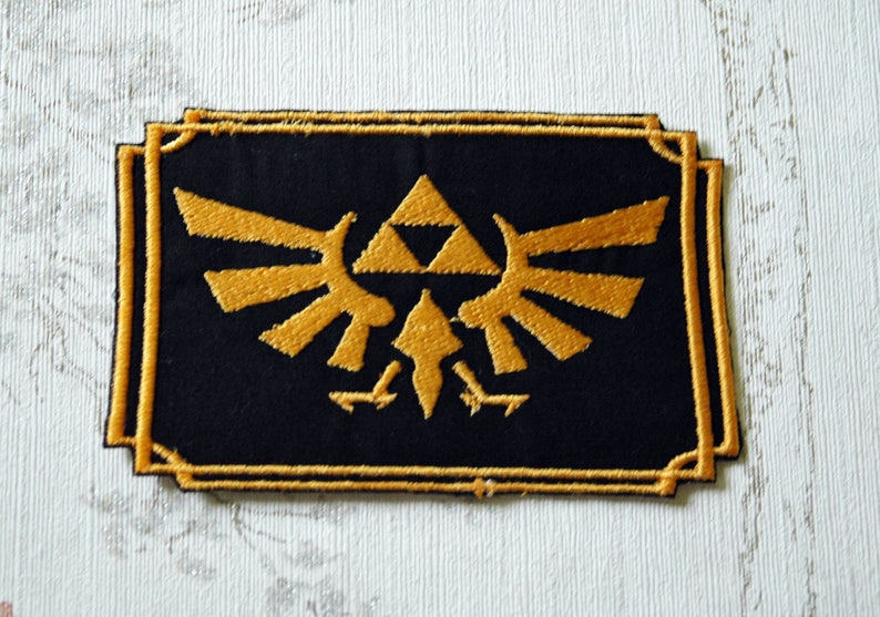 The  Legend of Zelda Crest embroidered iron on patch. image 0