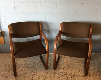 Merveilleux Pair Of Vintage Steelcase Reception Style Armchairs.