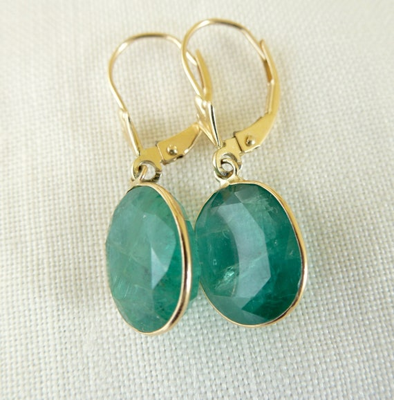 Vintage Natural Oval Emerald 14kt Yellow Gold Dangling Pierced Earrings